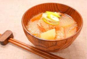 銀鮭中骨 あら汁風味噌汁